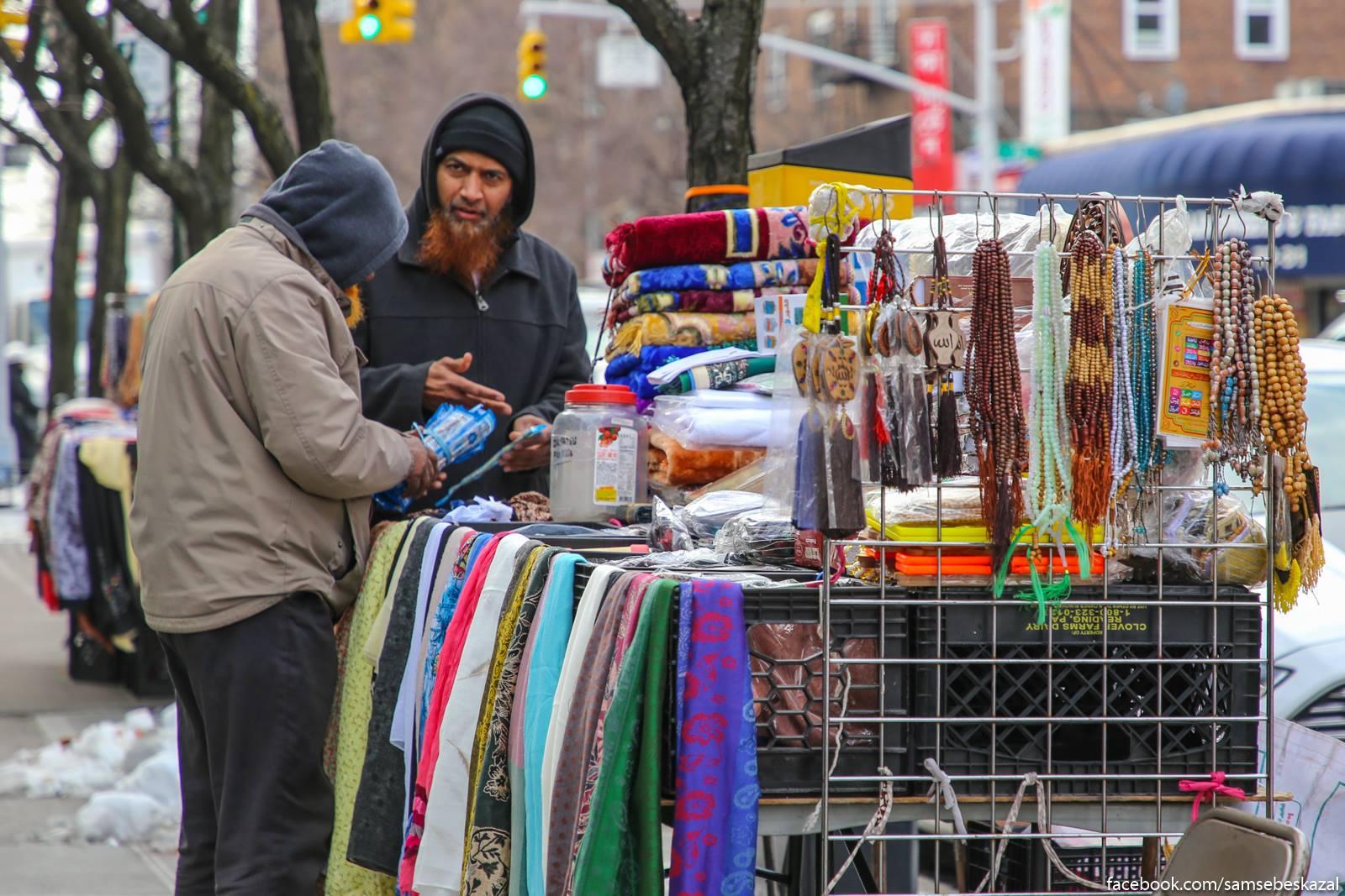 Маленькая Индия в Куинсе Куинс, много, одежде, покажу, НьюЙорк, который, магазина, районе, местной, устроен, магазин, Индии, витрине, ресторан, улице, Когда, Индией, вышел, район, видео
