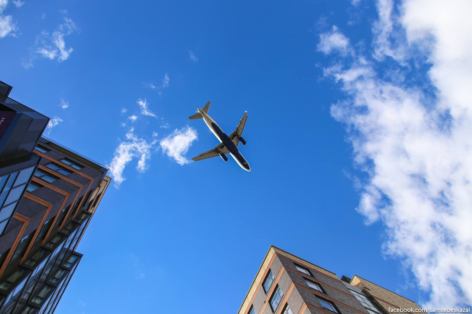 A ese samolety pramo nad golovoj letaut.
