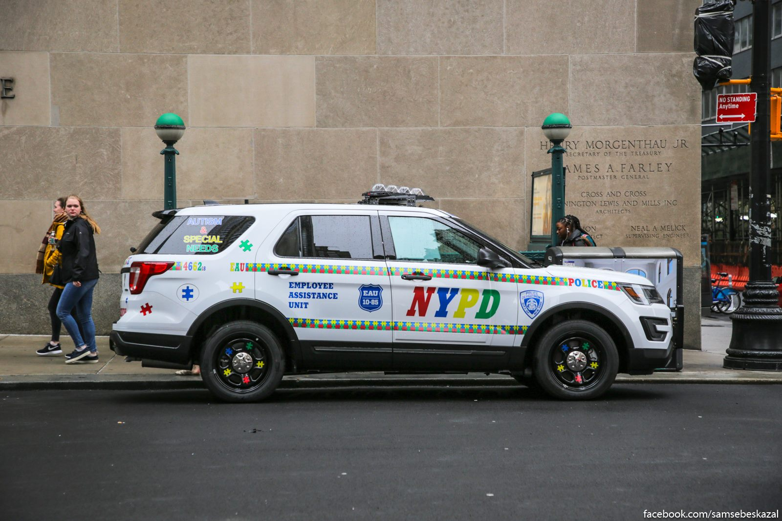 Masina nʹu-jorkskoj policii iz podrazdelenia podderzki sotrudnikov, kuda te obrasautsa v tom cisle i za pomosʹu v borʹbe so stressom i psihologiceskoj razgruzkoj.