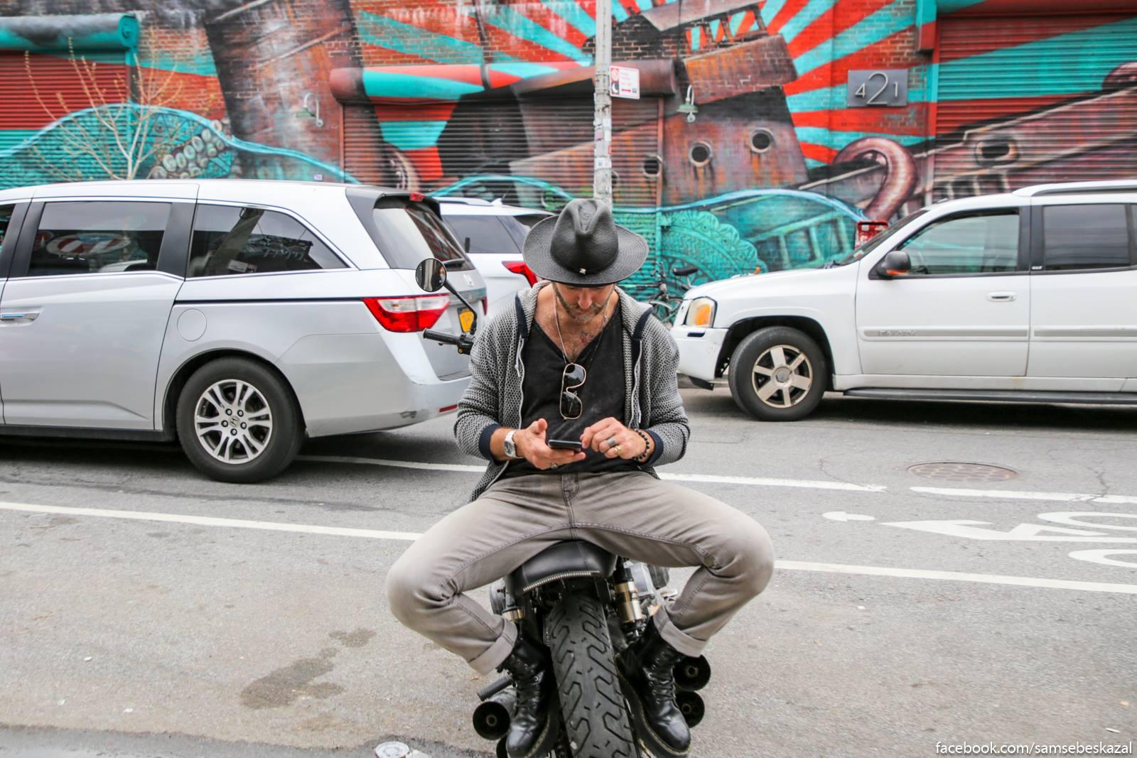 Prisel na motocikl. Busvik.