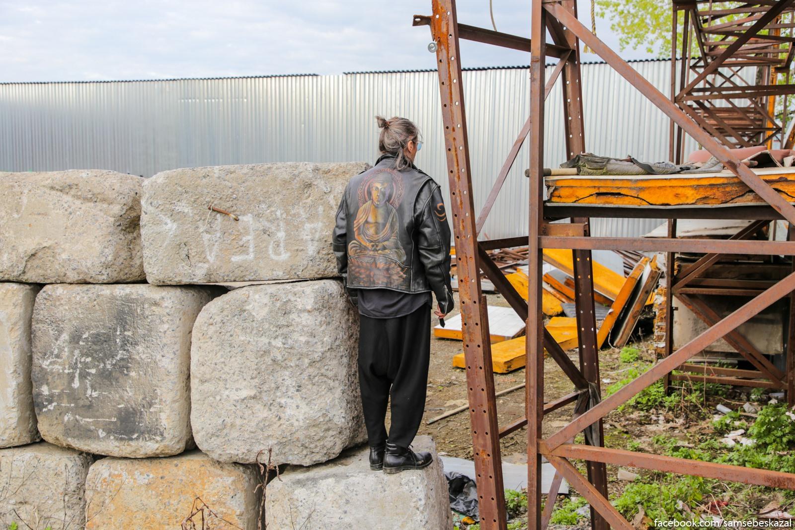 Kakie-to polaki konceptualisty ustroili v Zeleznom Treugolʹnike installaciu posvasennuu stene Trampa. Cuvak, kstati, horoso govoril po-russki.