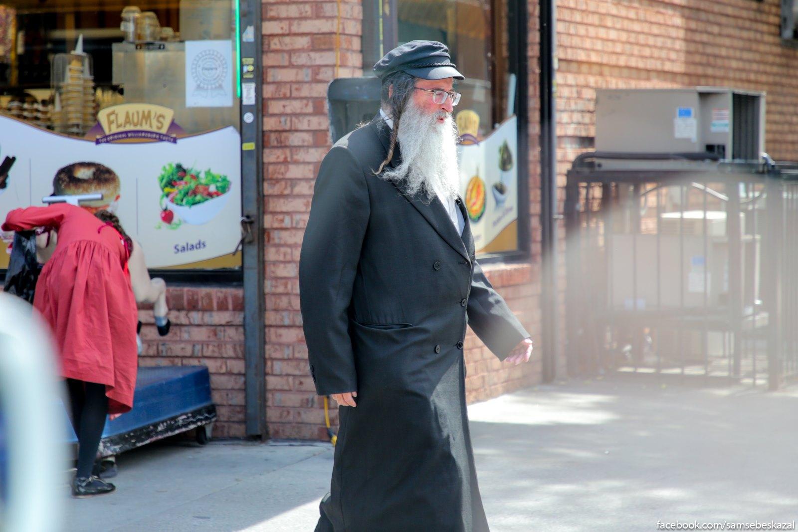 Toze Uilʹamsburg, no uze uznaa castʹ. Nikogda ne videl ortodoksalʹnyh evreev v takih kepkah. Vidimo, on iz drugoj obsiny.