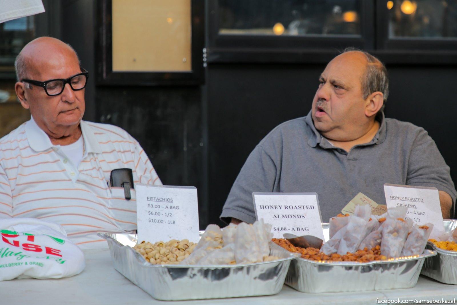 Prodavcy oreskov iz Malenʹkoj Italii.
