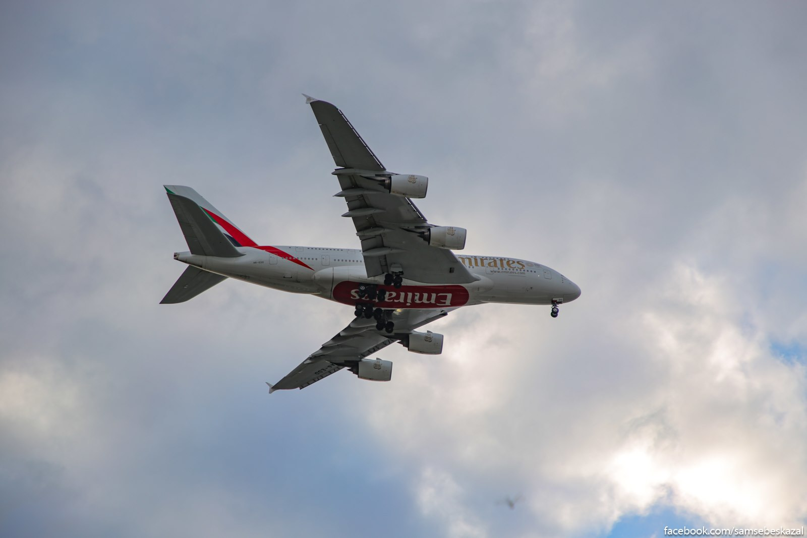 Airbus A380 zahodit na posadku nad plazem Rokavej, Kuins. Zdorovaa takaa bandurencia.