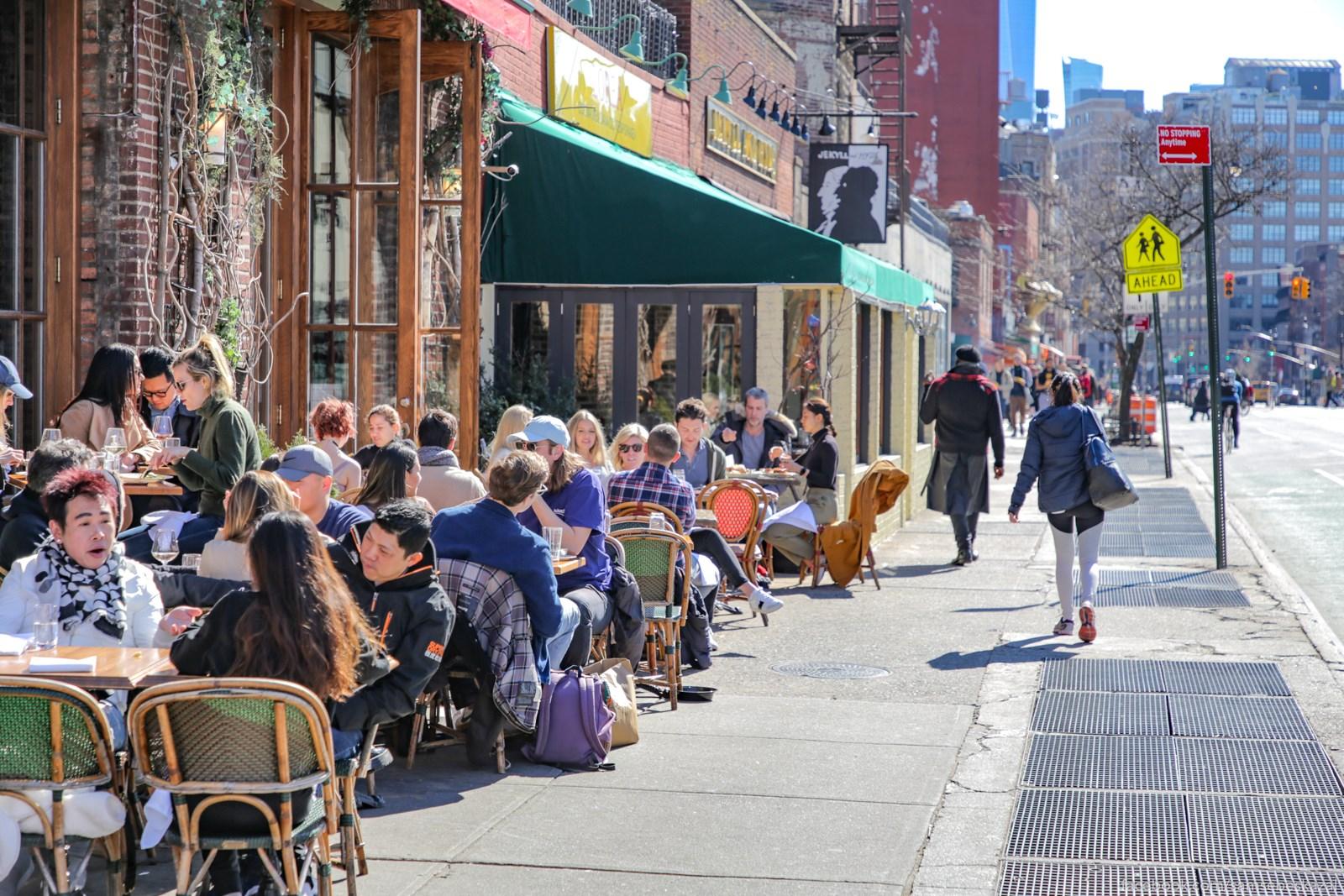 Kolicestvo ludej na ulicah i v kafe. Villidz.
