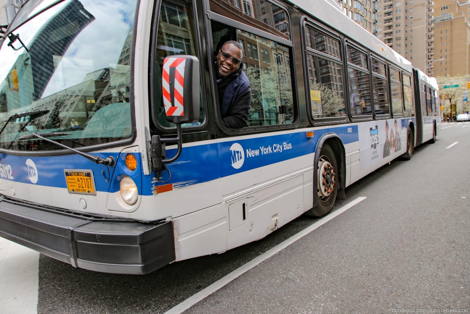 Sel po pustoj ulice, a tut mimo avtobus edet i voditelʹ iz okna takoj - ej, drug, cto za kamera!?Okazalosʹ, cto toze fotograf :)