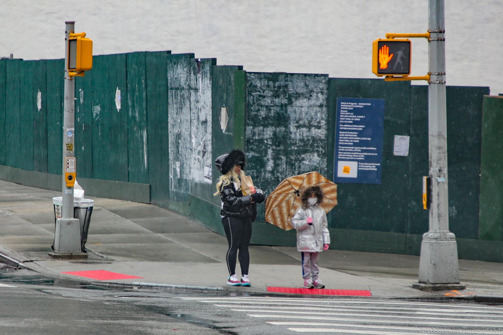 Esli vzroslye na ulicah ese vstrecautsa, to detej pocti ne vidno.