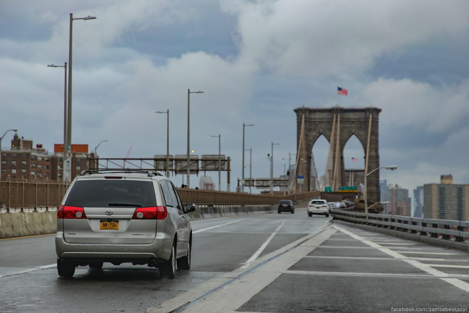 Zaehal na Bruklinskij most i bylo obradovalsa tomu, cto ne budu stoatʹ v probke s sʺezde v Bruklin.