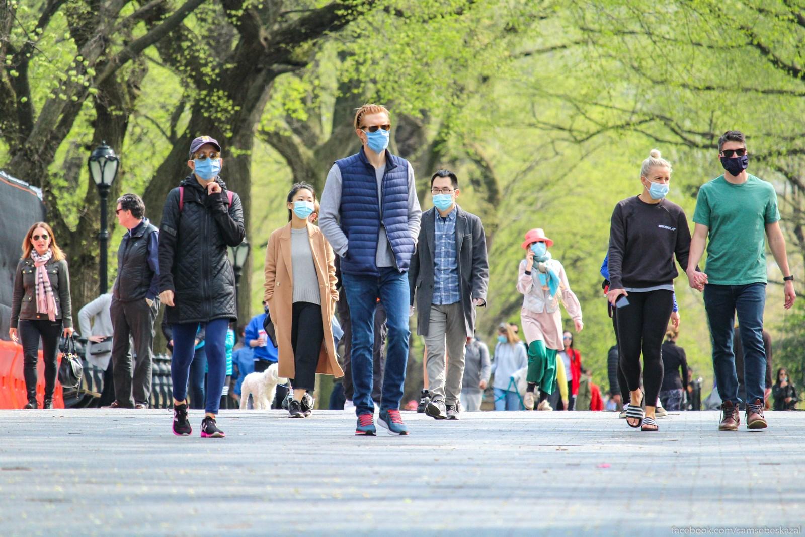 Gulausaa publika. V maskah...