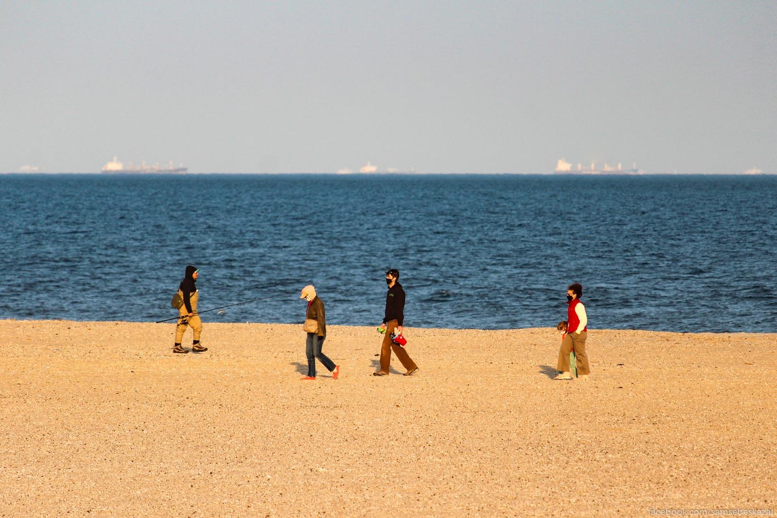 Na plaze Akob-Riis. Rokavej...