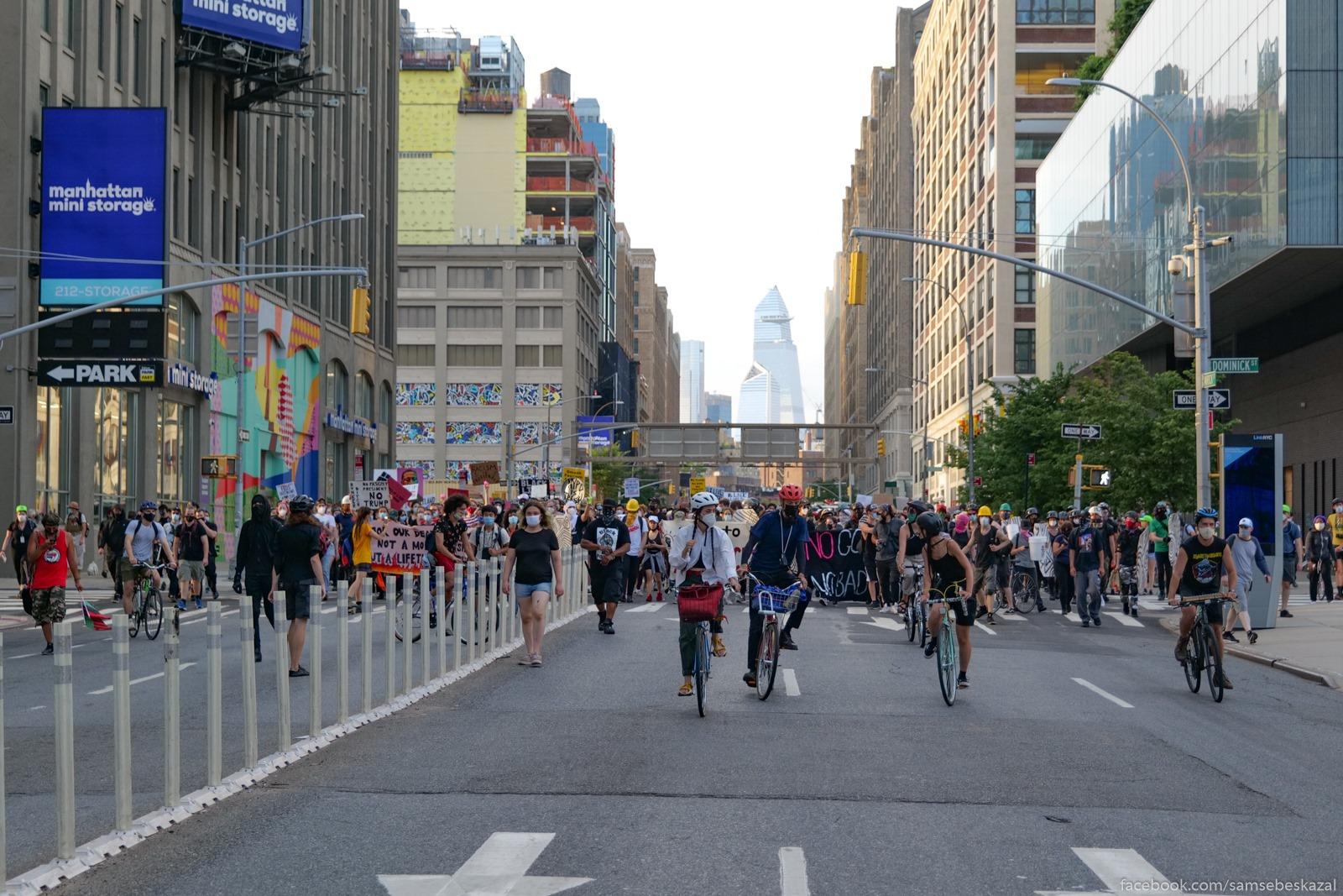 Два месяца с начала протестов в Нью-Йорке Kolonna idet v storonu...