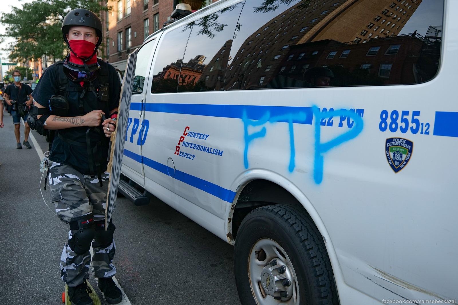 Два месяца с начала протестов в Нью-Йорке Devuska v zasite i svezaa...