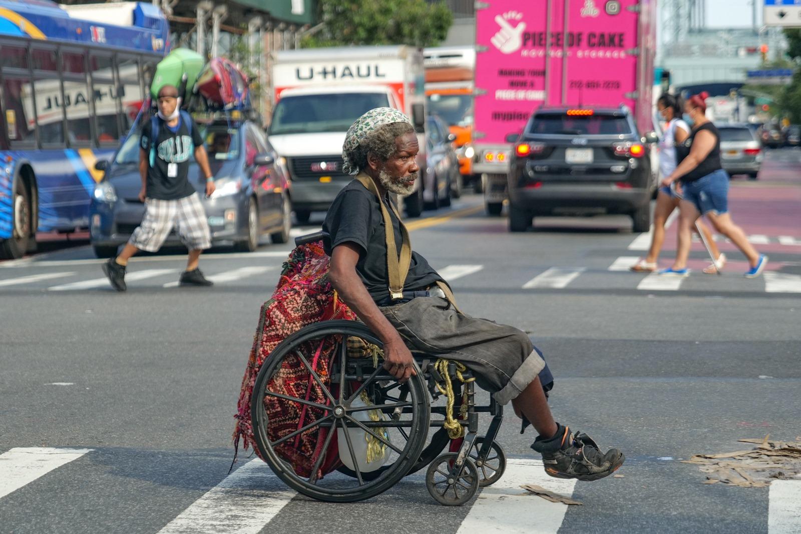 Pocemu-to na ulicah ocenʹ...