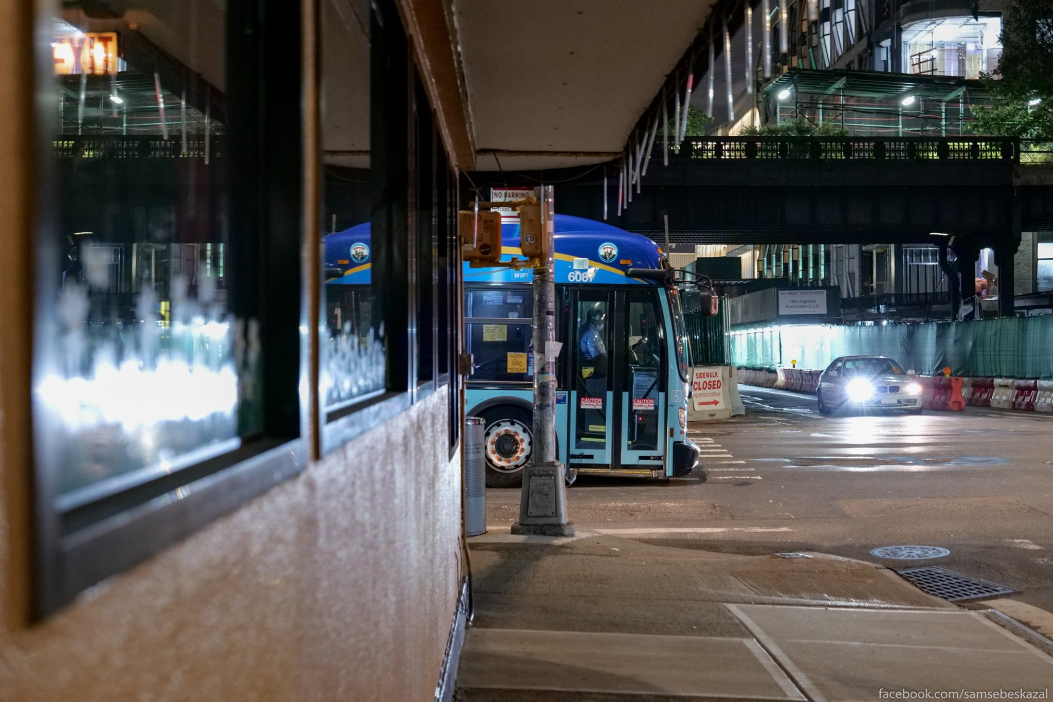 Nocnoj avtobus i park...