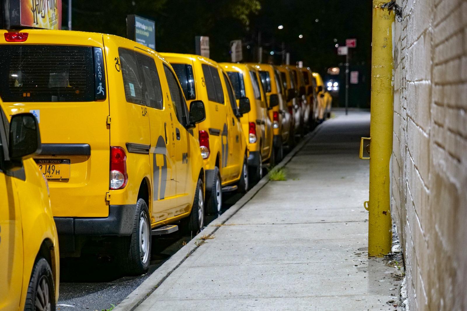 Otstojnik zeltyh taksi v...