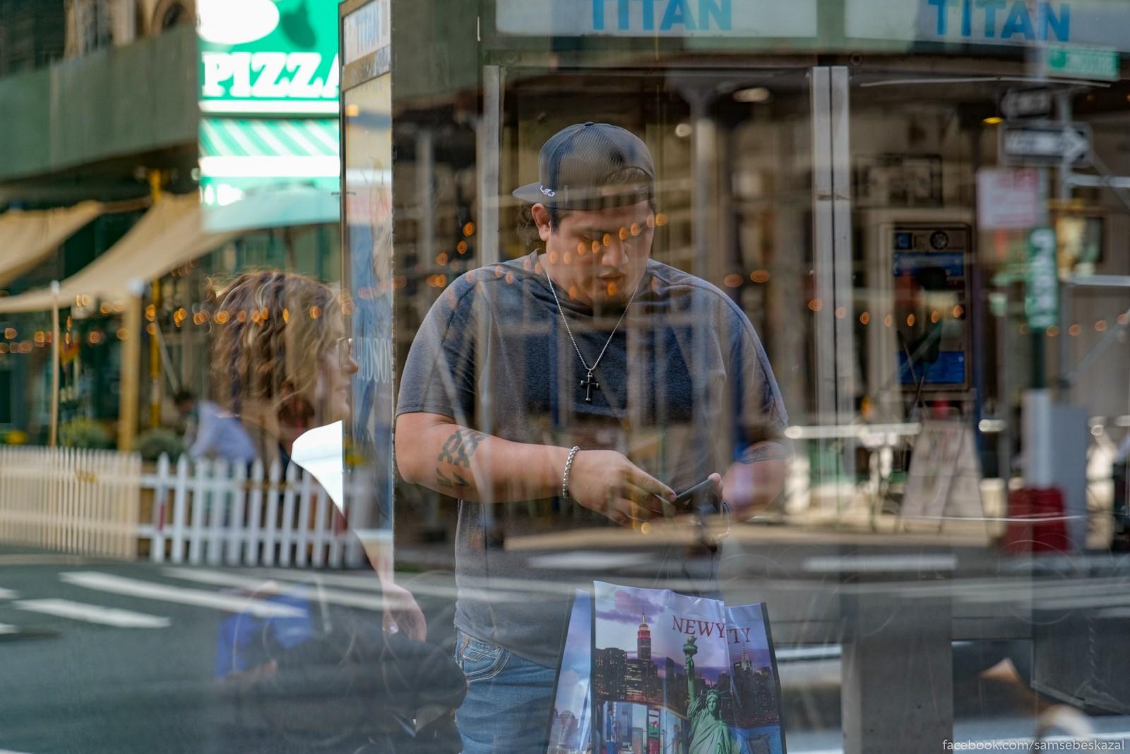 Жители Нью-Йорка Cerez vitrinu zakrytogo...