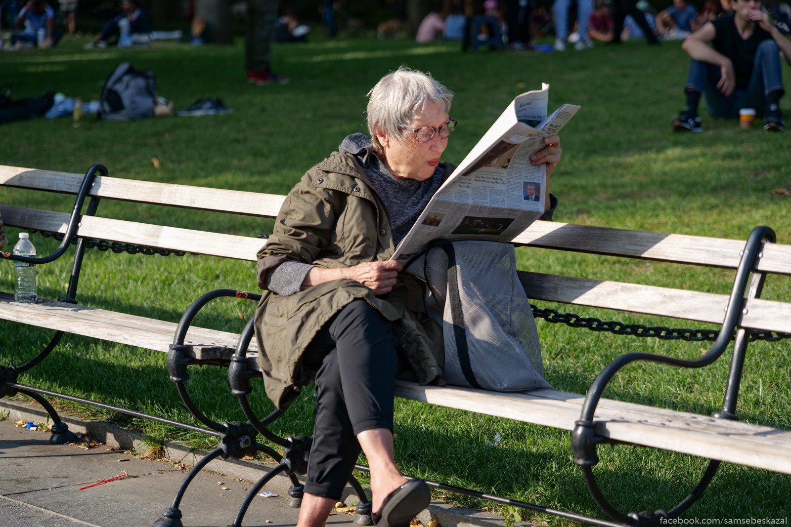 Жители Нью-Йорка S gazetoj. Vasington-skver...
