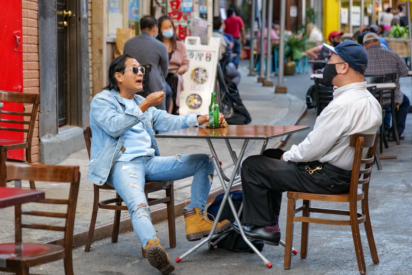 Жители Нью-Йорка Razgovor za stolikom....