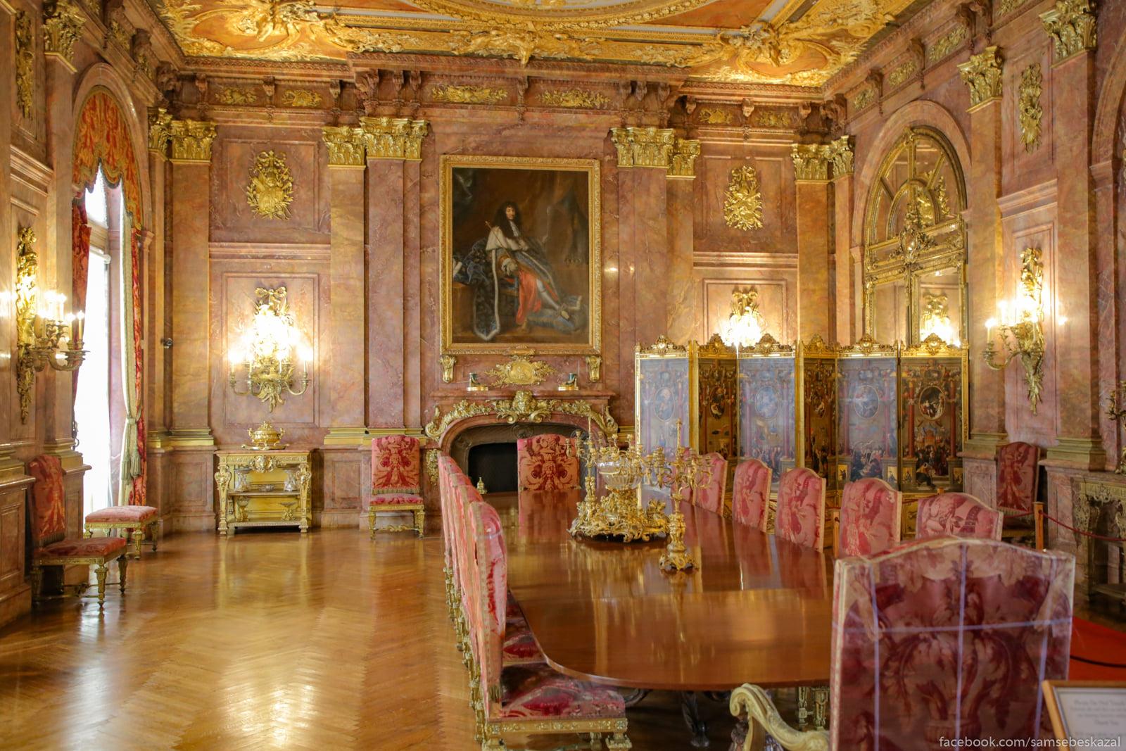 Посмотрел я известное видео про дворец в Геленджике и можно сказать даже Obedennyj zal, gde Alva...