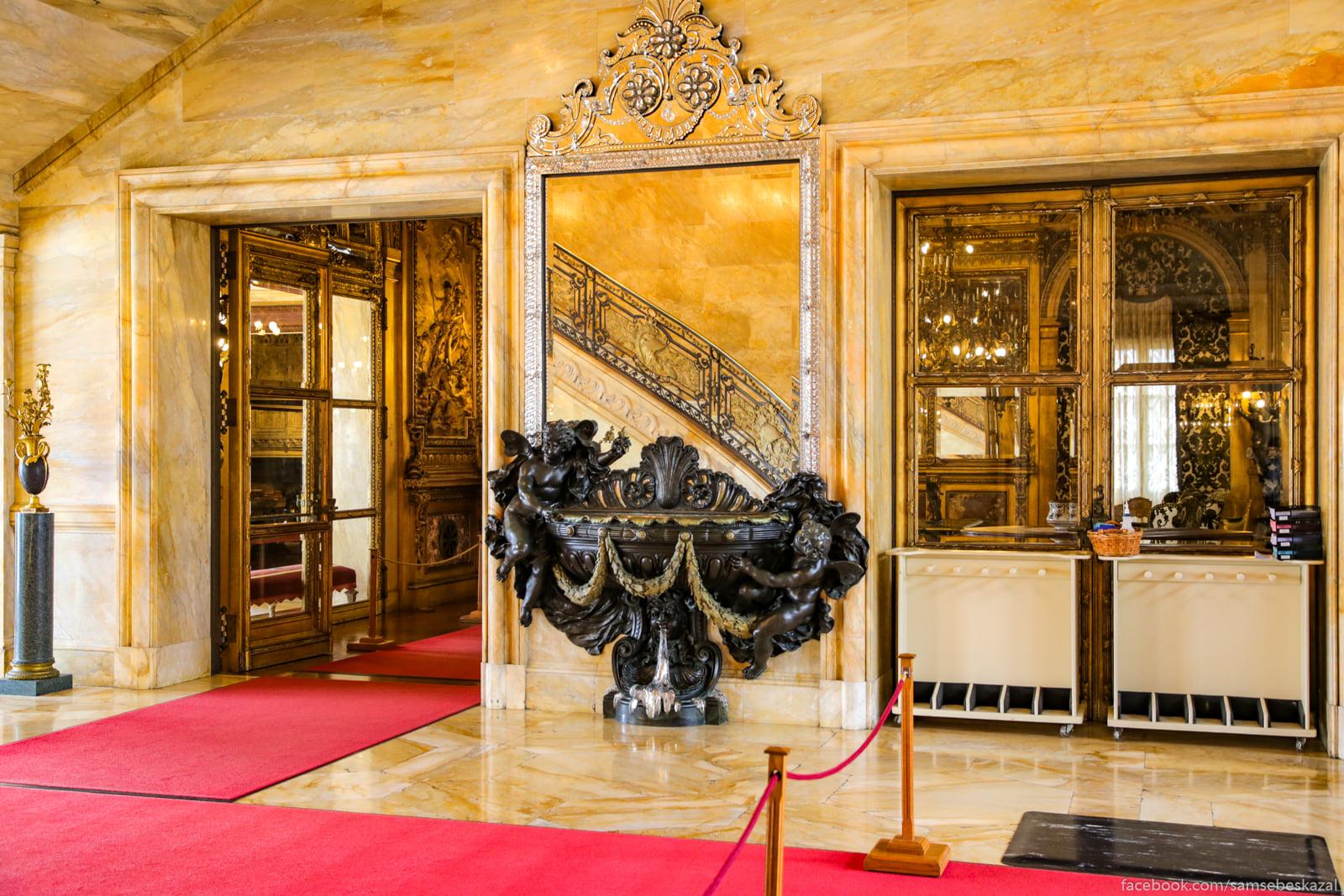 Посмотрел я известное видео про дворец в Геленджике и можно сказать даже Zerkalo pri vhode.