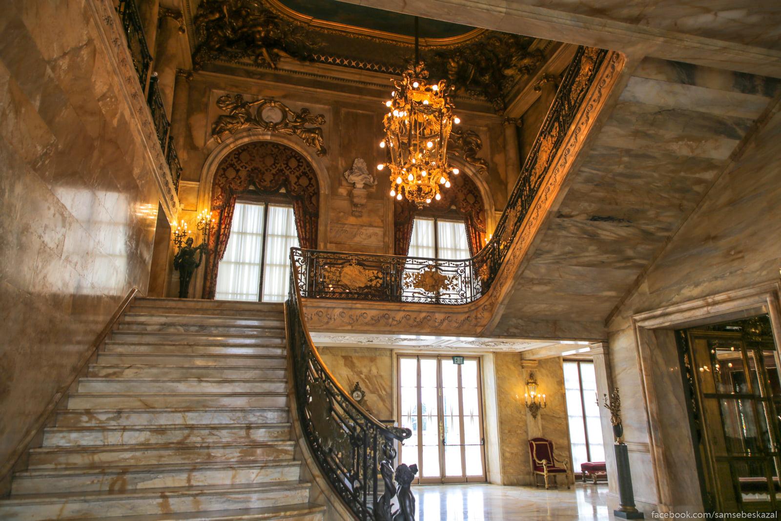 Посмотрел я известное видео про дворец в Геленджике и можно сказать даже Glavnaa lestnica.
