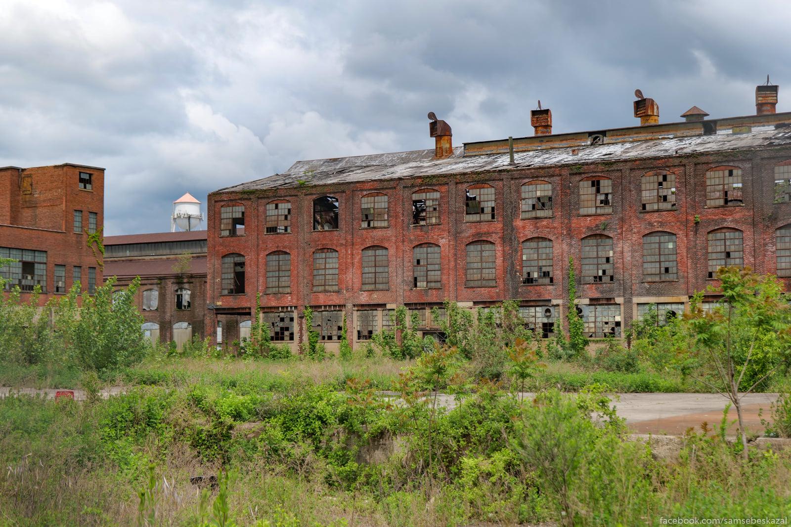 Ruiny fabriki Dzon Rebling...