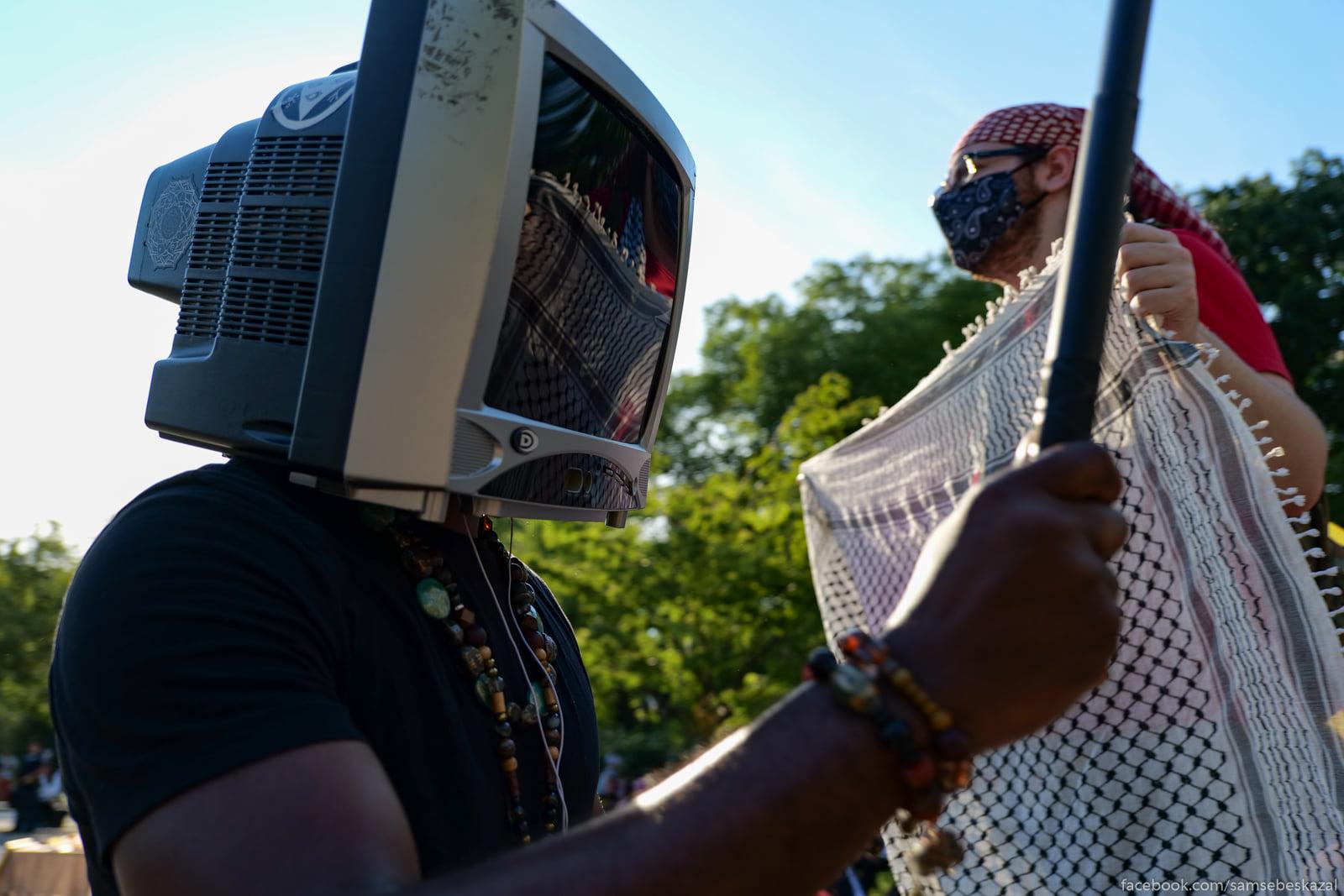 Snimal manifestantov, no...