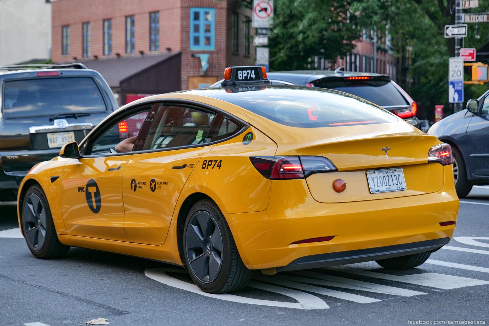 N'u-Jorkskoe taksi idet v...