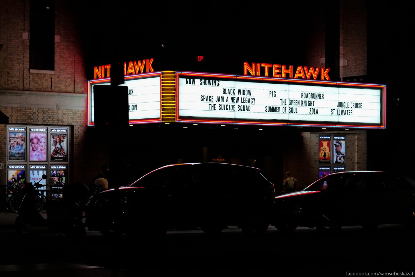 Kinoteatr naprotiv parka....