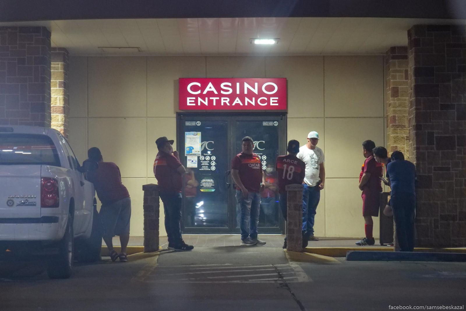 Vecer u kazino vygladit...